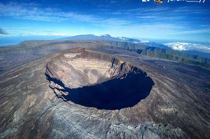 Le cratère Dolomieu avec les fissures du 18 février 2019