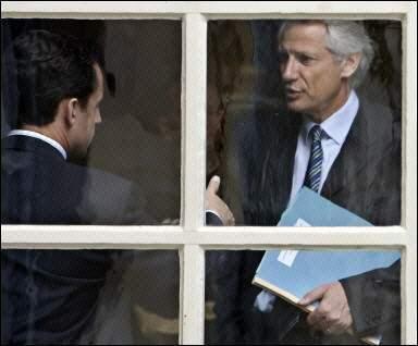 Observez la tête à Sarkozy lorsqu'il regarde DDV... éloquent !