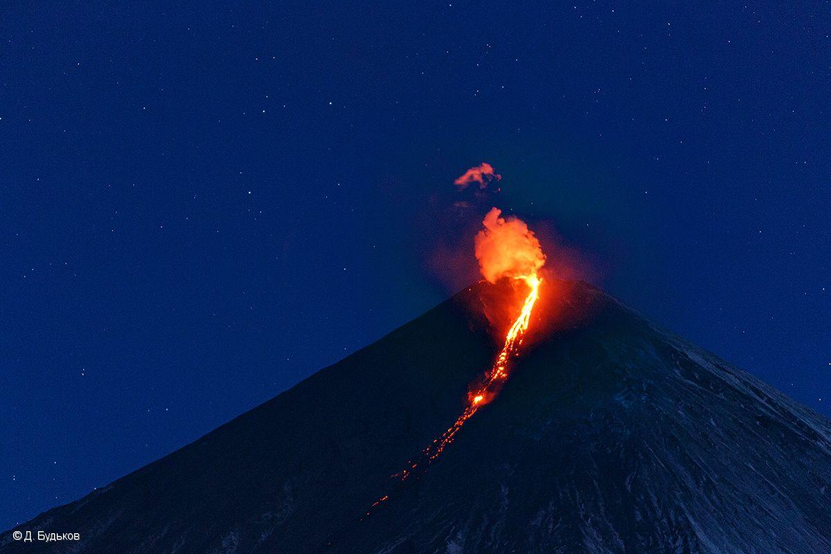 Klyuchevskoy - strombolian and effusive activity (lava flow) - ohoto D. Bud'kov / IVS FEB RAS - 23.10.2020