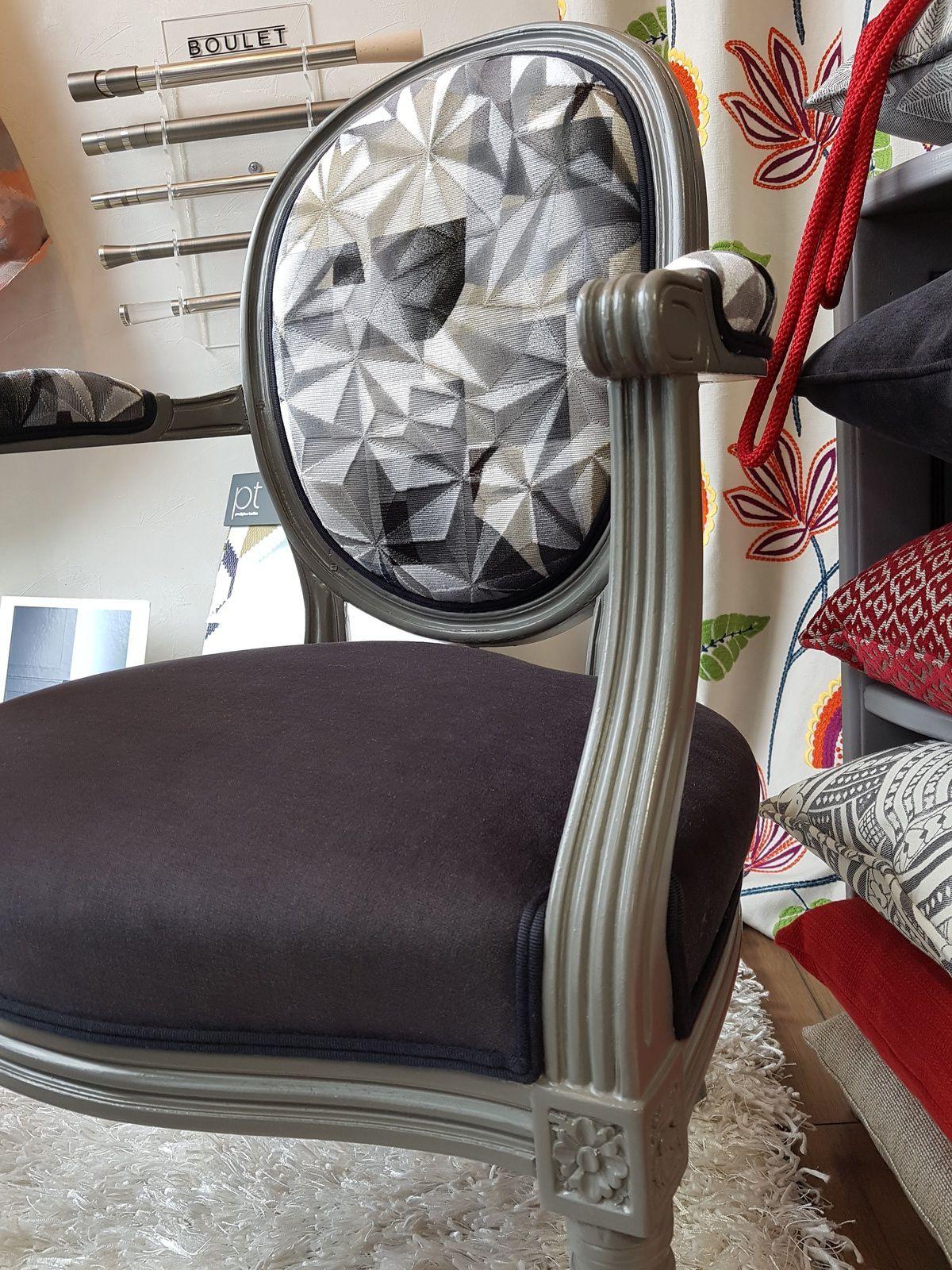 ARABESQUE relooking complet fauteuil cabriolet,peinture, dossier tissu kaléidoscope assise velours uni