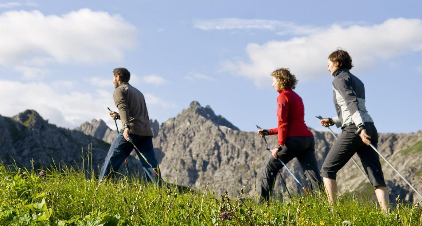 La marche nordique, une activité de loisir accessible à tous
