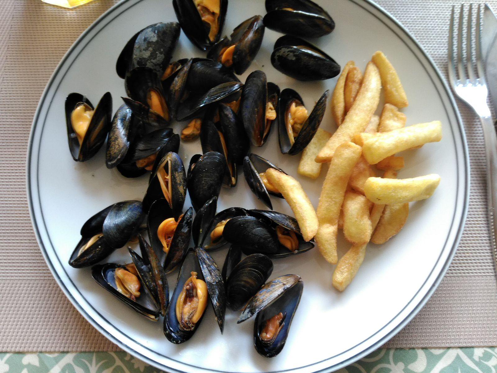 Moules à la marinière et frites