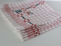 Lot de 5 serviette de table brodées et bord crochet Vintage