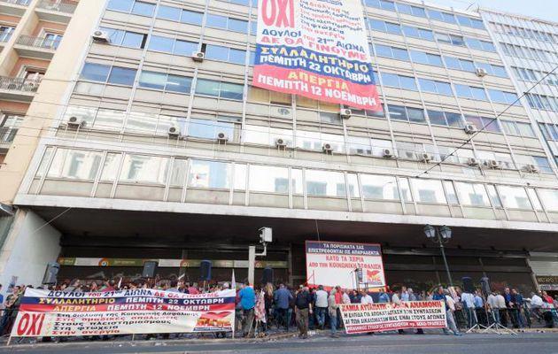 15 octobre 2015 : Le syndicat PAME a occupé le ministère du travail grec
