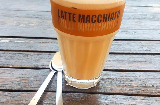 Café glacé et sa mousse de lait onctueuse