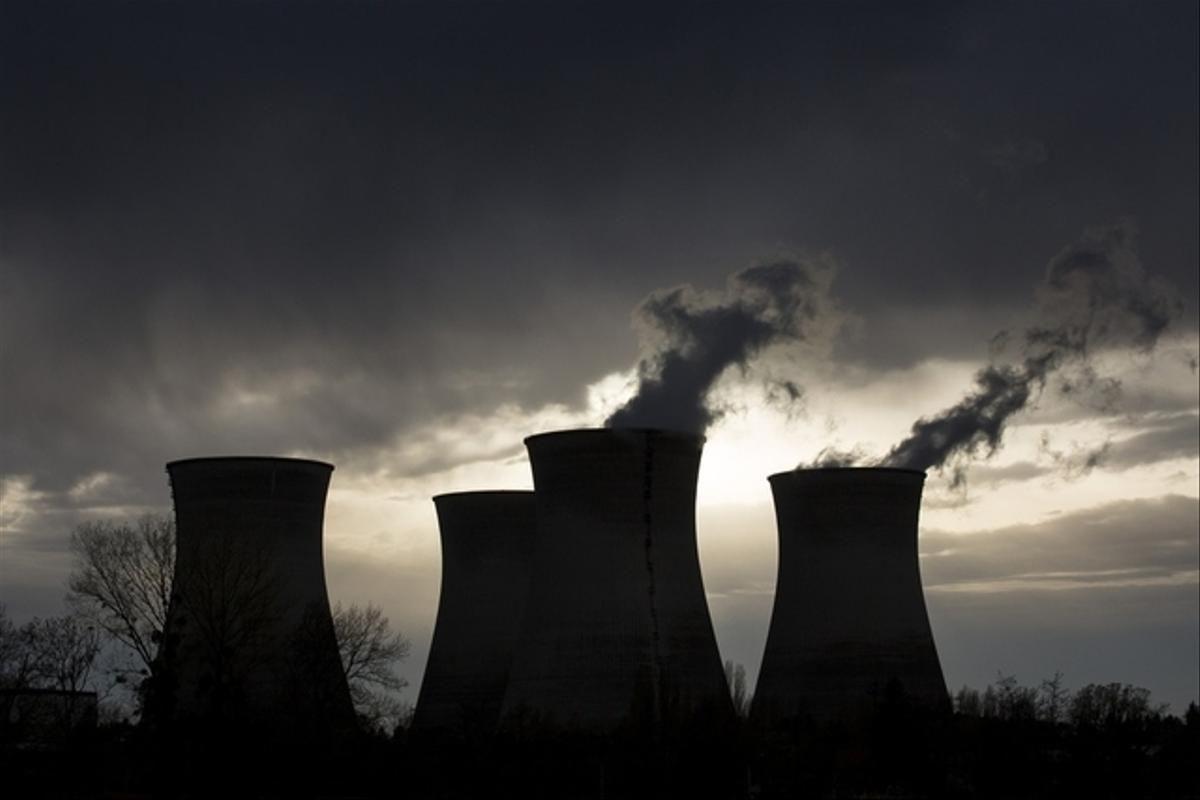 La centrale du Bugey est dotée de 4 unités de 900 MW chacune, mises en service en 1978 et 1979.