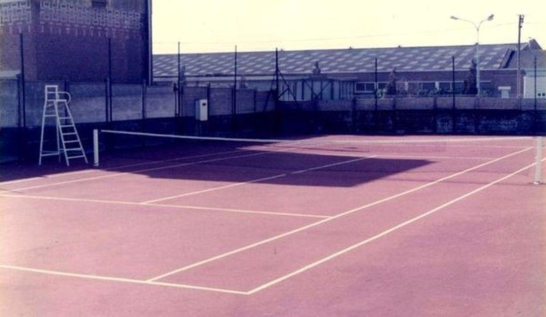 En 1981 : court n° 1 du Tennis Club Halluinois, route de Linselles. (situé face aux Ets Tissavel).