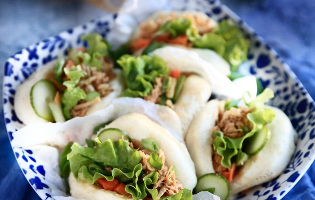 Gua bao, le sandwich taïwanais à l'effiloché de poulet et crudités marinés.