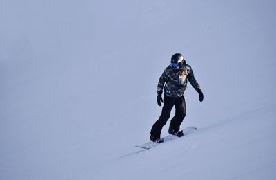 The Ultimate Guide to Buying the Ideal Snowboard for Beginners