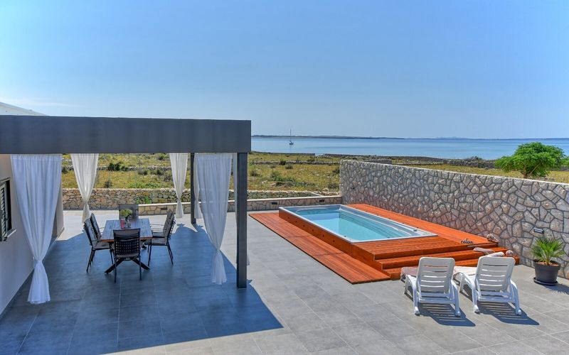 Villa Irena - Island Pag - Kosljun - Private Heated Pool, Garden, Parking and Private beach