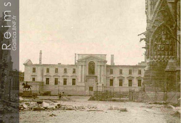 Le Parvis de la Cathédrale le 28 avril 1918