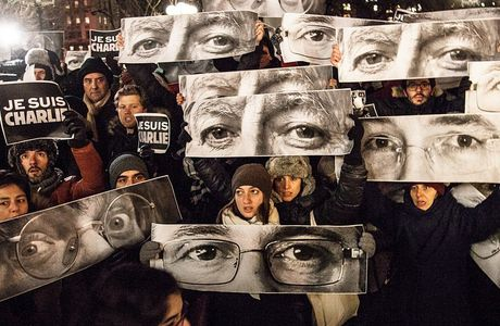 worldinsideout:  Last night New Yorkers gathered together with eyes of the journalists killed yesterday in Paris #jesuischarlie #insideoutproject #notafraid