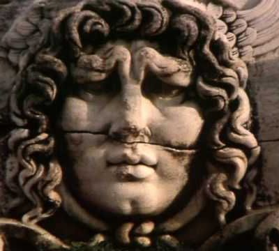 Les monstres mythologiques : Dragons, Gorgone