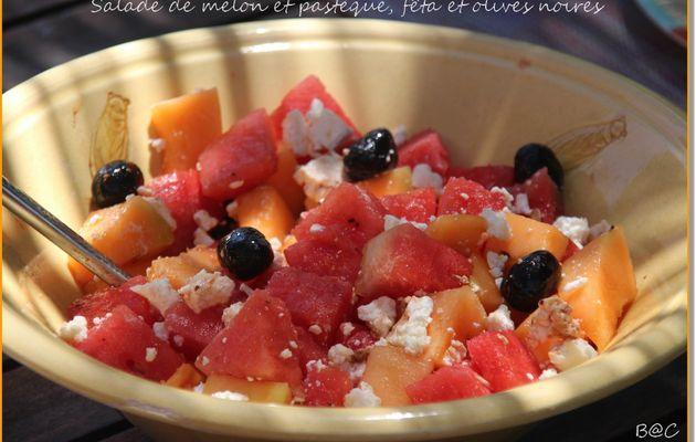 Salade de pastèque, melon, fêta et olives noires