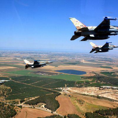 Les forces israéliennes frappent la campagne de Damas depuis l'espace aérien libanais (AMN)