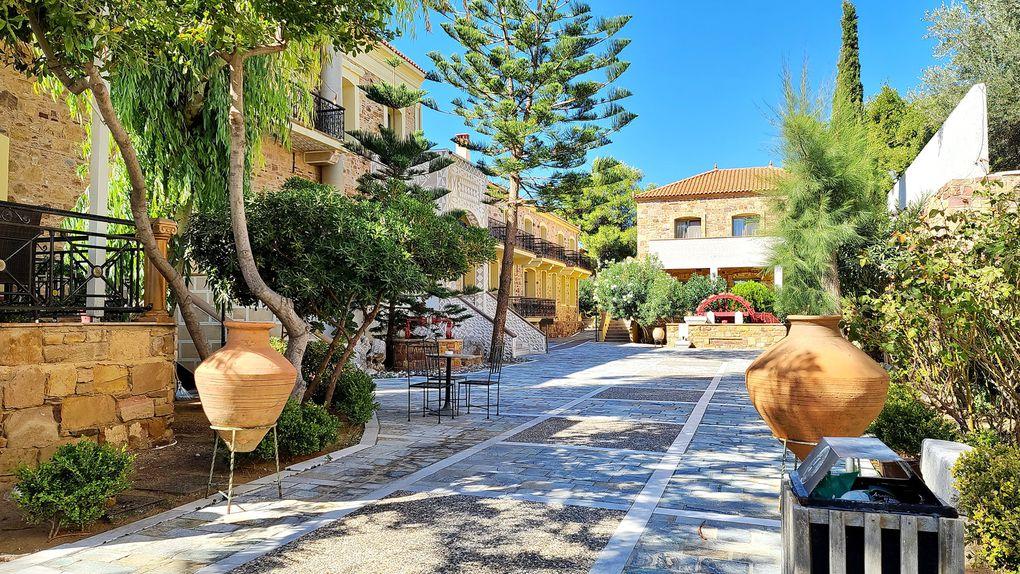 """Grecian Castle Hôtel **** et le Restaurant """"Vradipus"""" dans les ruines du Château de Chios"""