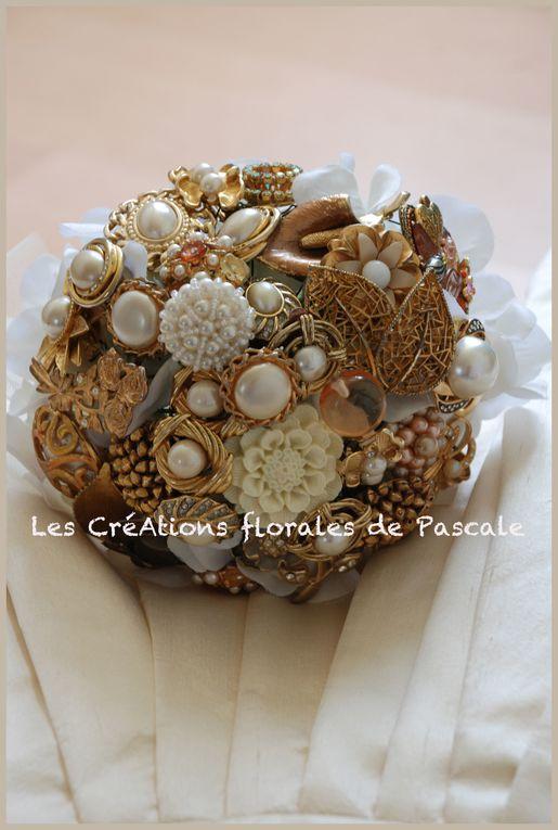 Bouquet de mariée broches ou bouquet de mariée bijoux... Des bouquets de mariée sans fleur, vintage pour toutes celles qui veulent un bouquet de mariée original et unique !