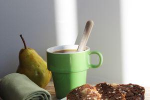 Gâteau Choco Poire et Fève Tonka, croustillant au Sarrasin, sans beurre ni sucre ajouté, sans lactose