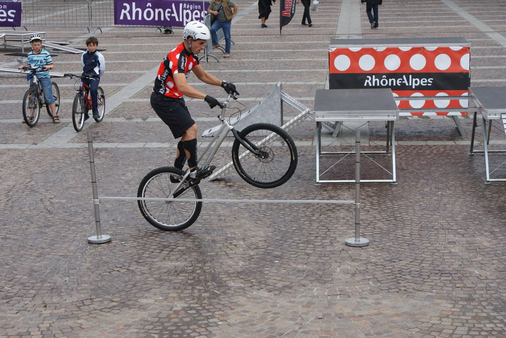 """Le prologue du Critérium du Dauphiné 2011 a eu lieu à Saint-Jean-de-Maurienne, le """"Paradis des cyclogrimpeurs"""". Les meilleurs cyclistes du monde étaient au départ.  Photos : J.Tracq"""