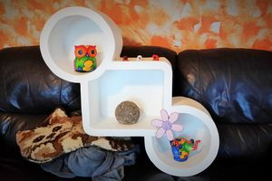 http://www.lefouillisdekanou.com/2015/02/etagere-murale-en-carton-design.html