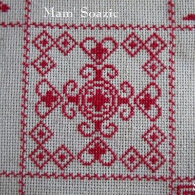 SAL : Plaid Broderie Rouge... Grille 52/ J2