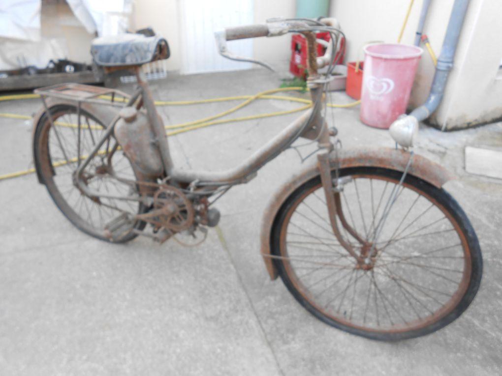 Siles Touris 48 du vers 1955 Moteur ITOM de 48cc à galet Allumage SER Carburateur : Zenith Année ( ? )