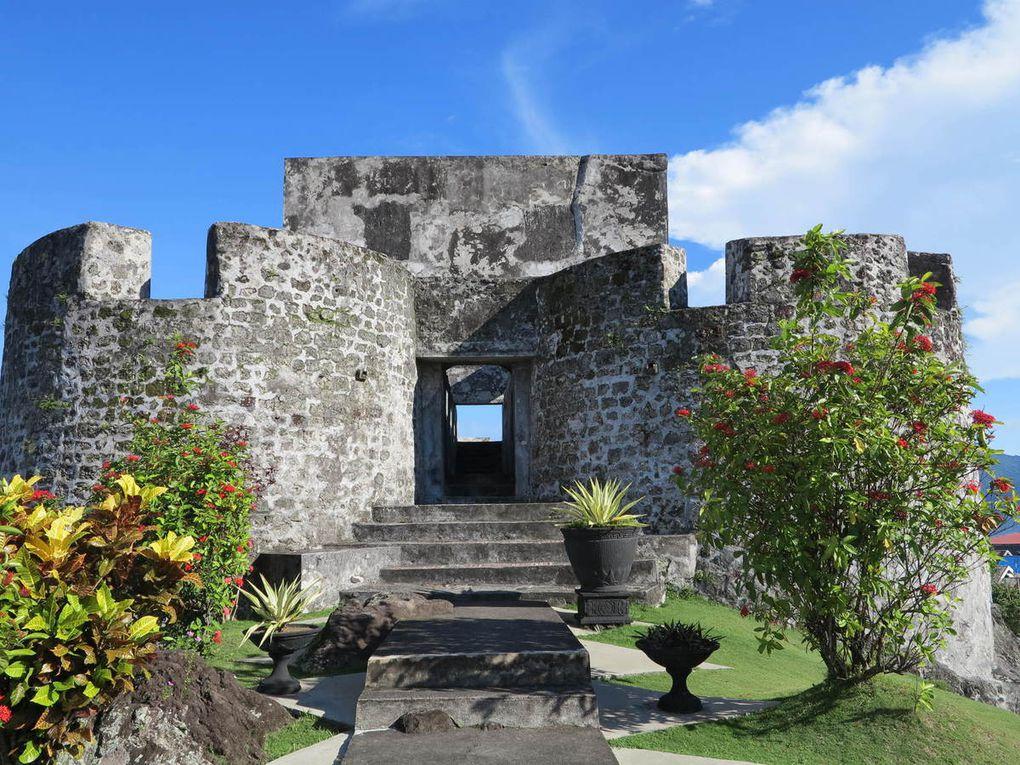 vendeurs de pierres semi précieuses, le fort portugais du XVIème