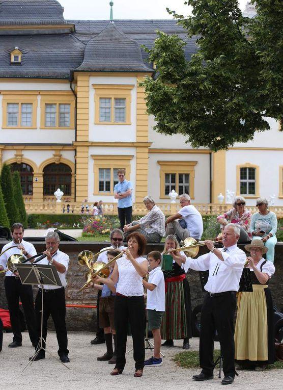 """Die von Karl Schneider geführten Jagdhornbläser Marktheidenfeld begeisterte mit den französischen Jagdmusikstücken """"Grand tourde Chasse"""" und """"La Marche des Cerfs"""" sowie als Kontrast dazu mit der österreichischen """"Simmer-Polka""""."""