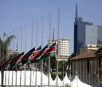 KENYA : Des drapeaux de la communauté de l'Afrique de l'Est et de la République du Kenya en berne pour honorer la mémoire de NKURUNZINZA