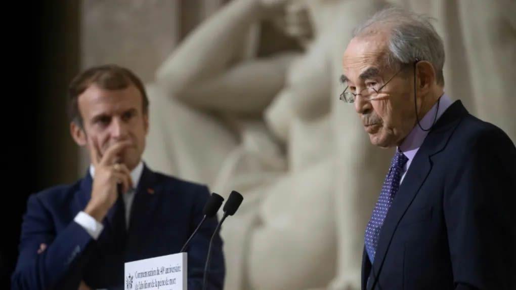 Emmanuel Macron et Robert Badinter le 9 octobre 2021 au Panthéon à Paris pour le 40e anniversaire de l'abolition de la peine de mort. @POOL/AFP