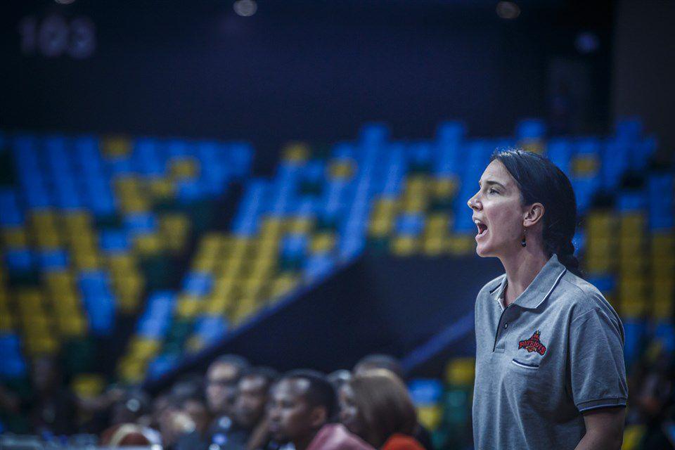 Elizabeth Mills a occupé le poste d'assistante-coach du club rwandais des Patriots lors du dernier tour des Éliminatoires de la Basketball Africa League (BAL) en 2019