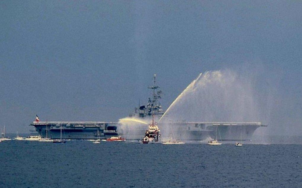 CLEMENCEAU  R98 , retour de mission en 1987
