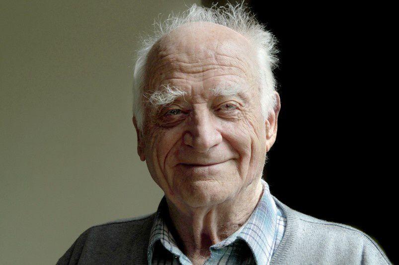 MICHEL SERRES Membre de l'Académie française, Michel Serres est un philosophe né en 1930 à Agen. Epistémologue, il étudie l'histoire des sciences et de la communication. Il a enseigné trente-cinq ans à l'Université Stanford. On lui doit notamment La communication (1969), Variations sur le corps (1999), Hominescence (2001). Son dernier essai, Petite poucette (2012), sur les nouvelles technologies, s'est écoulé à plus de 250000 exemplaires.