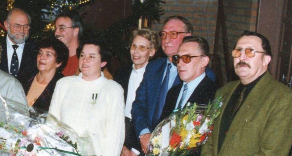 Réception du Personnel de la Ville d'Halluin, salle du Manège, pour les Médaillés du travail et les départs en retraite... dont celui de Léon Nuyttens, à droite, en Décembre 1993.