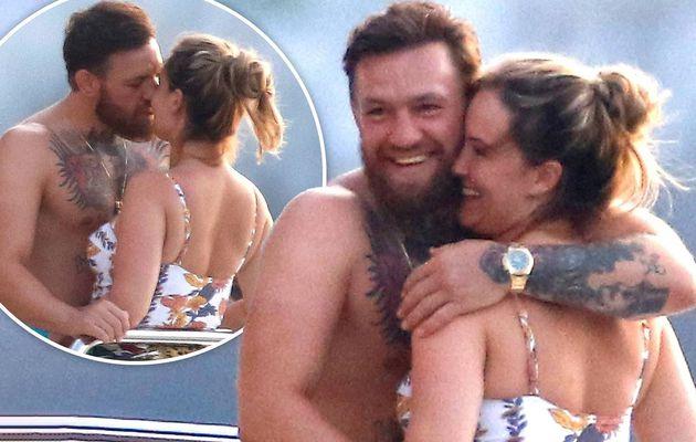 Conor McGregor affiche son physique tonique alors qu'il profite d'un baiser passionné avec la nouvelle fiancée Dee Devlin sur un yacht dans le sud de la France