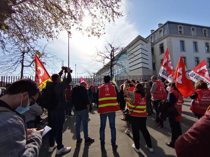 Avignon: les retraités devant la préfecture pour défendre leurs revendications