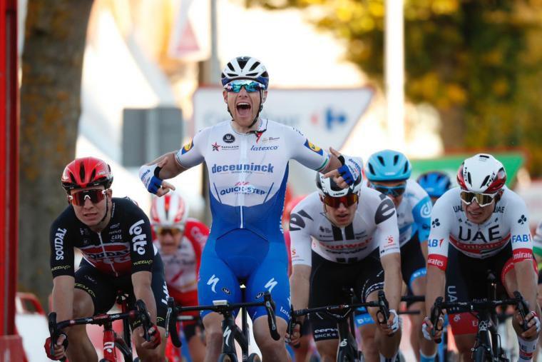 Aléxis RENARD (Israël S U N), 6è de la 9è étape (maillot blanc, manche bleue ciel, casque bleu ciel)