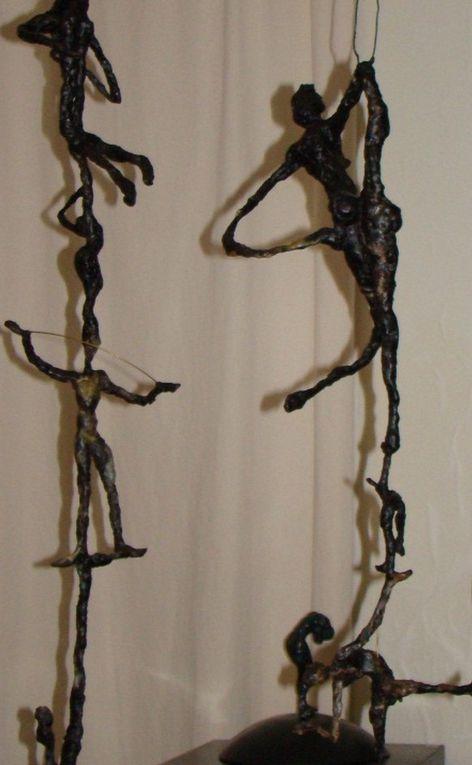 Sculptures de Brigitte Valin en cours de travail : modelage en cire, armature en laiton.