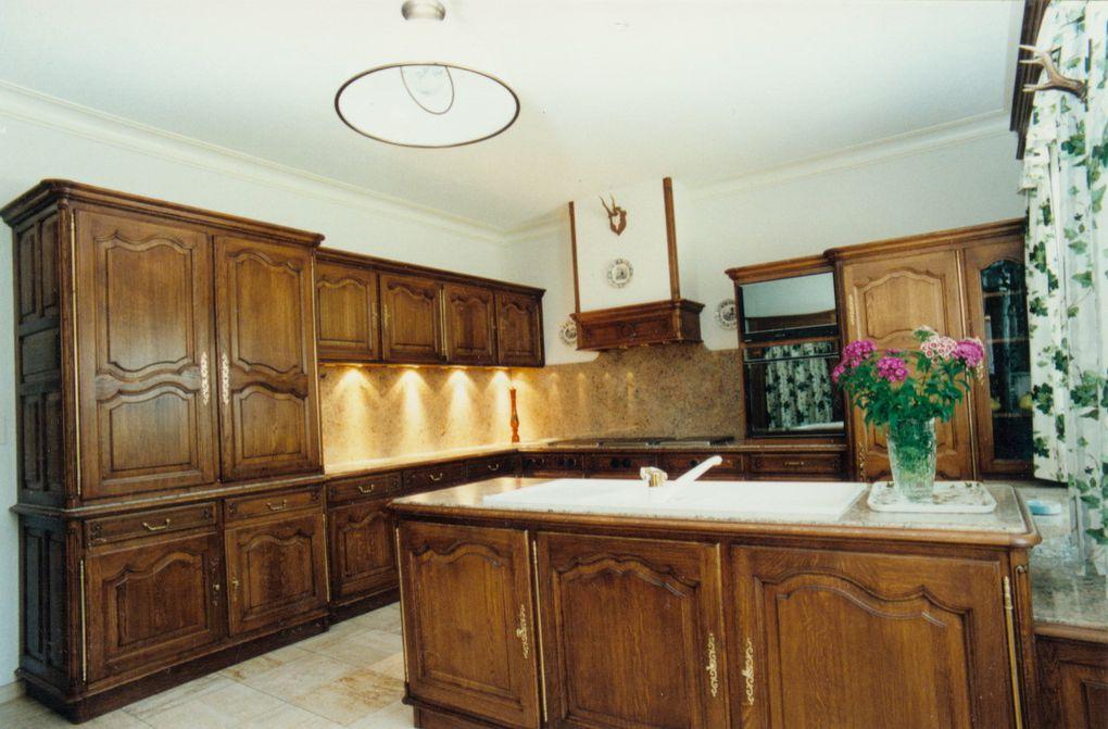 réalisation du mobilier de cuisine en chêne teinté - vernis