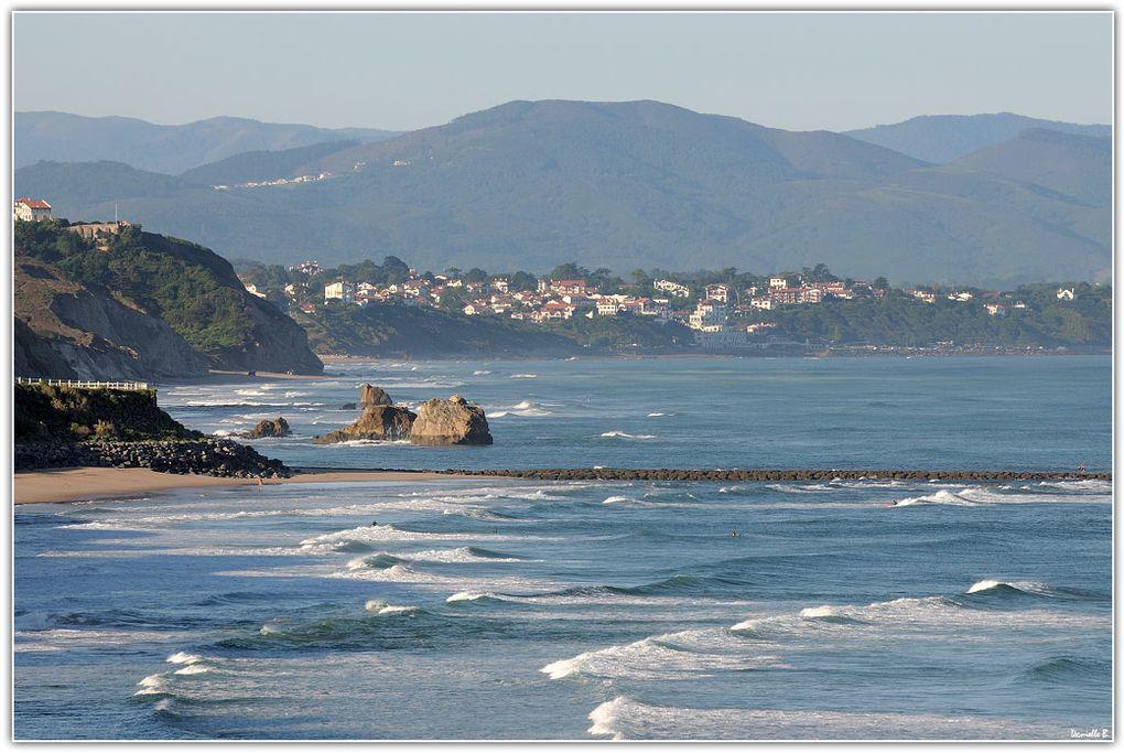 Ete 2010 - Réunies dans un album, mes plus belles images de Biarritz et des villages du Pays Basque.  Un clic sur la loupe au-dessus de chaque photo vous permet l'affichage plein écran.