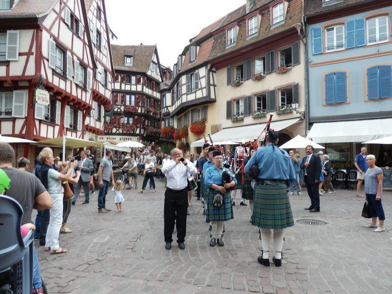 De la collégiale aux Halles via la rue des Marchands...le Vieux Colmar