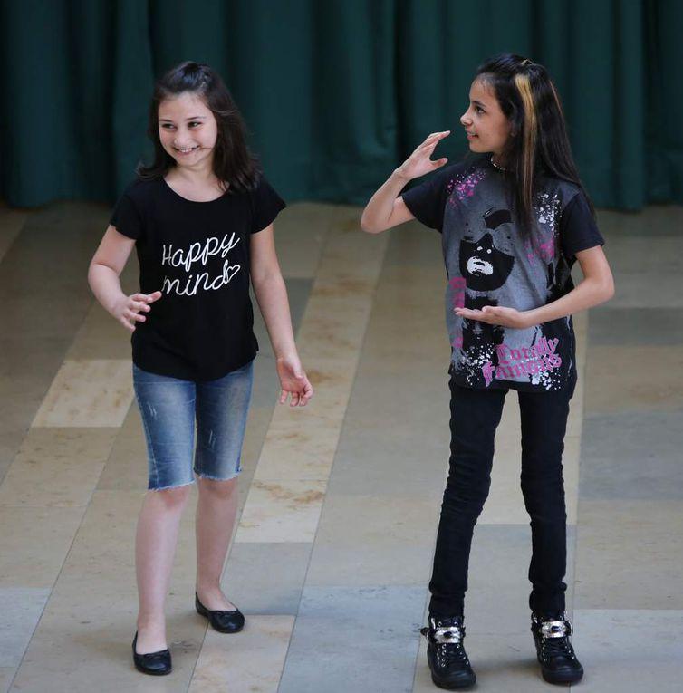 Schüler aus der S-Klasse zeigten einen Breakdance.