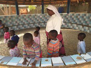 DNPLS soutient l'orphelinat de Nadoba (Togo, pays Tamberma)