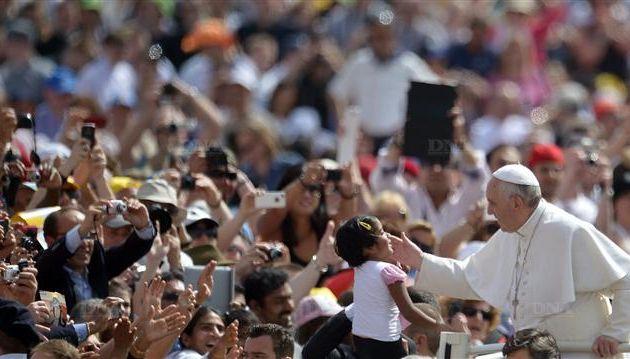 """Le pape François : """"je préfère une Eglise qui sort et qui a des accidents, plutôt qu'une Eglise qui pourrit de l'intérieur !"""""""