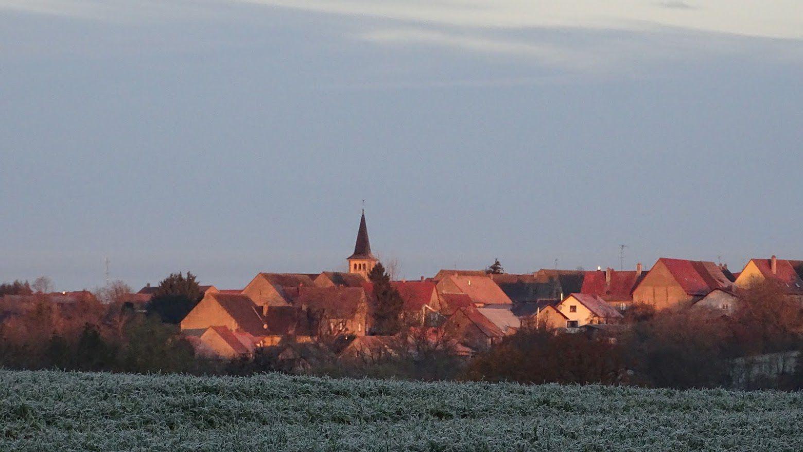 Rauwiller, mon village au lever du jour… Photo : JLS (Cliquez pour agrandir)