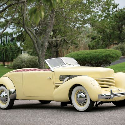 VOITURES DE LEGENDE (1233) : CORD 810 2 DOOR CONVERTIBLE PHAETON SEDAN - 1936