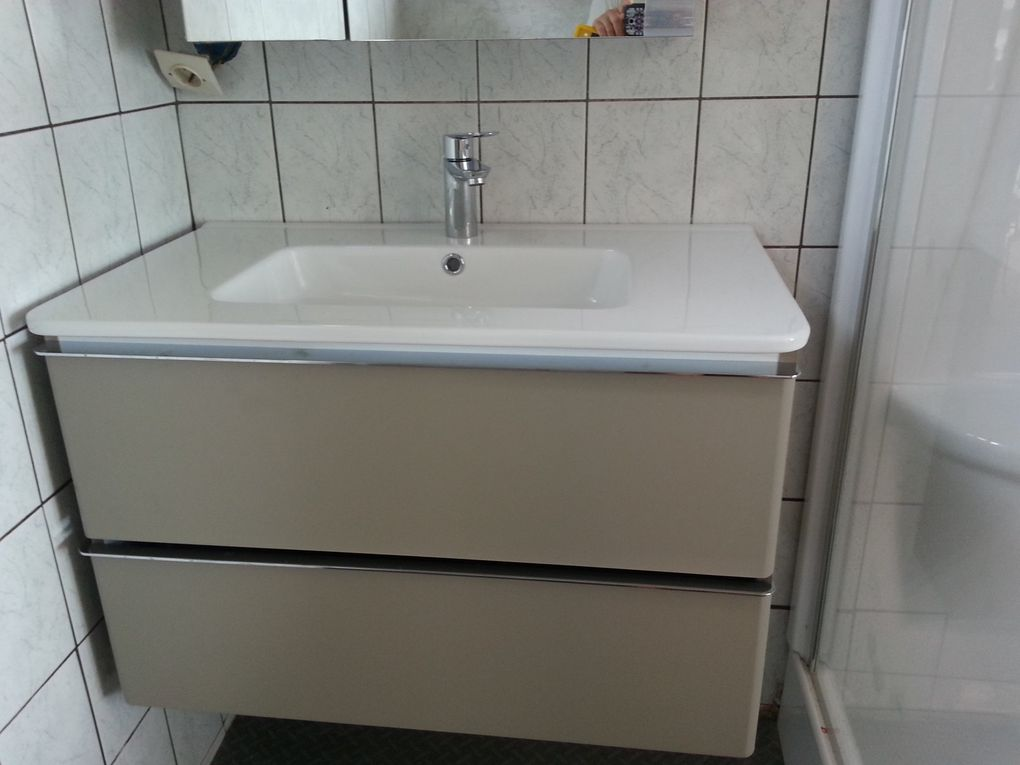 The new shower cabin, the new furniture and heater - beaucoup de modifs !