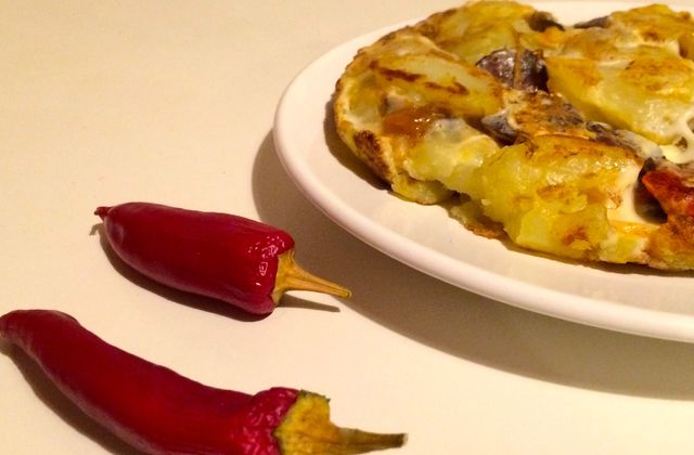 Tortilla aux pommes de terre, chorizo et piquillos