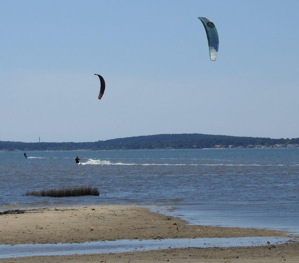 Kite surfeurs sur le Bassin d'Arcachon, avril 2021...