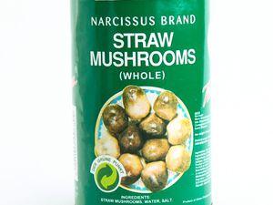 Champignons noirs, sauce d'huîtres et champignons de paille en boite (épicerie asiatique)